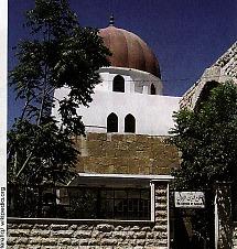 Kompleks pemakamannya terletak di sebuah masjid Ummayad di sebelah Utara masjid Agung Damaskus