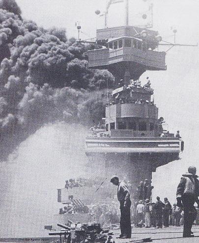 Kapal Induk AS hancur oleh pesawat pemboman Jepang