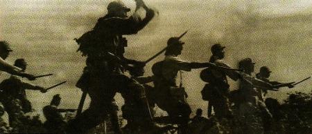 Pasukan Jepang tetap latihan rutin tempur dengan menggunakan senjata samurai