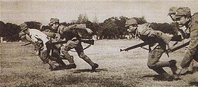 KEBAIKAN JEPANG-Selain dikenal sebagai tentara yang brutal dan ganas, tentara Jepang banyak yang bersikap baik. Salah satu kebaikan itu adalah membentuk satuan tentara ayng anggotanya dari pemuda lokal, Heiho, sehingga mereka mampu memiliki kemahiran bertempur