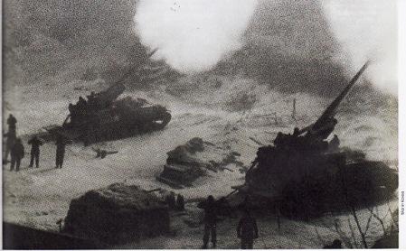 Tank-tank Sekutu membalas serangan Korut setelah pads awal perang, pasukan AS dan Korsel dipukul mundur dari kawasan Chorwon. Ribuan peluru meriam Howitzer dan artileri ditembakkan oleh satuan 936th Field Artillery Battalion dalam operasi serbuan yang berlangsung sepanjang hari