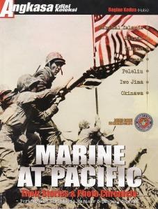 Angkasa Edisi Koleksi No.68 Tahun 2010. (Pemancangan bendera AS di Iwo Jima. Setelah tumpuan kedua untuk dudukan bendera aman. Marinir segera memancangkan bendera pertama, yang di kemudian hari menjadi ikon sejarah besar bagi Amerika Serikat dan Marinir AS)